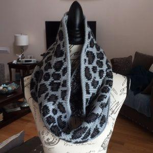 NWT Betsy Johnson infinity scarf